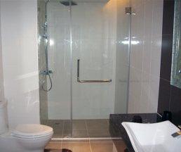 Vách kính ngăn phòng tắm đẹp