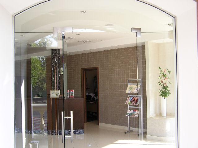 Cửa kính cường lực mặt tiền – giải pháp hữu hiệu và kinh tế tối ưu hoá ánh sáng tự nhiên