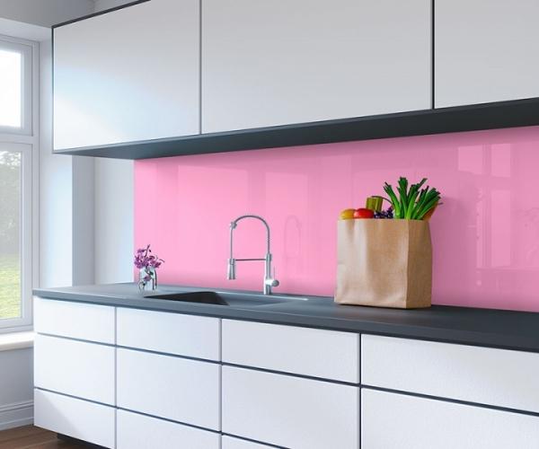 Kính ốp tường bếp màu hồng