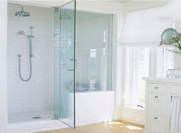 Lắp đặt vách kính cường lực cho phòng tắm
